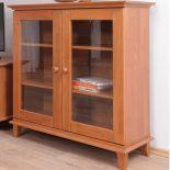 Knihovna se sklem - Solitér K834
